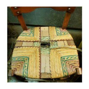 Impagliatura artigianale con paglia colorata